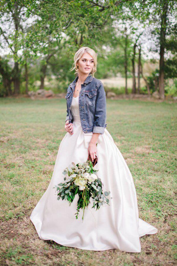 20 best country chic wedding dresses rustic western for Wedding dresses for outdoor country wedding