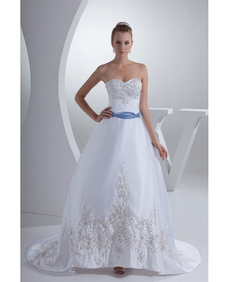 Classic sweetheart embroidery white with blue color for Classic white wedding dress