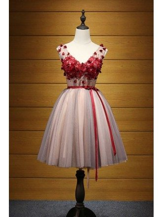 Lovely Ball-gown V-neck Short Tulle Homecoming Dress With Appliques Lace