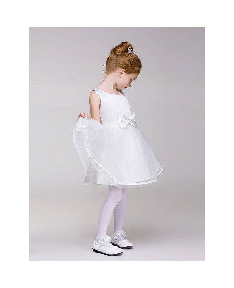 Pretty Flower Girl helps its customers make the complicated process of wedding shopping easy by providing a large variety of white flower girl dresses on a single platform. Most dresses are white or red in color, which would be an easy match for most bridal gowns.