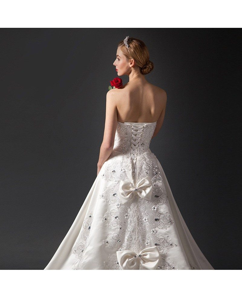 Ball Gown Wedding Dresses With Train: Glamourous Ball-Gown Sweetheart Chapel Train Satin Wedding