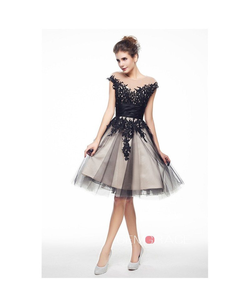 Simple Design Scoop Neck Long Sleeve Long A Line Tulle: A-Line Scoop Neck Short Tulle Prom Dress With Appliques