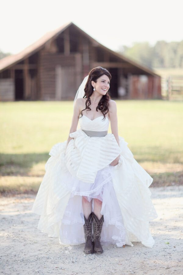20 best country chic wedding dresses rustic western for Simple southern wedding dresses