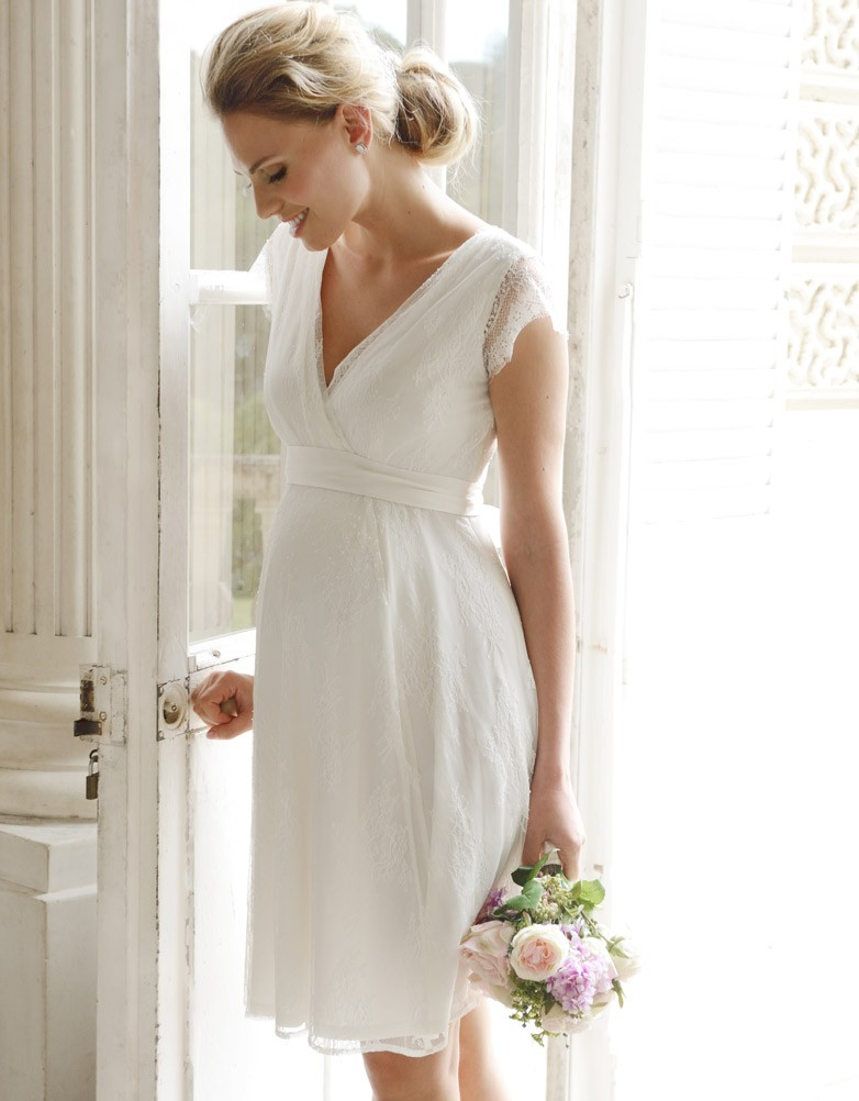 19 of the most gorgeous maternity wedding dress for for Simple wedding dress for pregnant